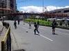 Tijdens de verkiezingen in La Paz was het verboden voor alcohol en verkeer. Deze jongens voetballen op de normaliter drukke verkeersader in het centrum.