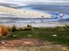 Een combinatie van zon wind en speciale organismen kleuren de wateren van de Lagunas Colorados.