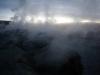 Op bijna 5000 meter spuiten geisers en dampen heetwaterbronnen van meer dan 200 graden.