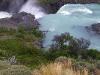 Het smeltwater van de bergen wordt afgevoerd via spectaculaire watervallen